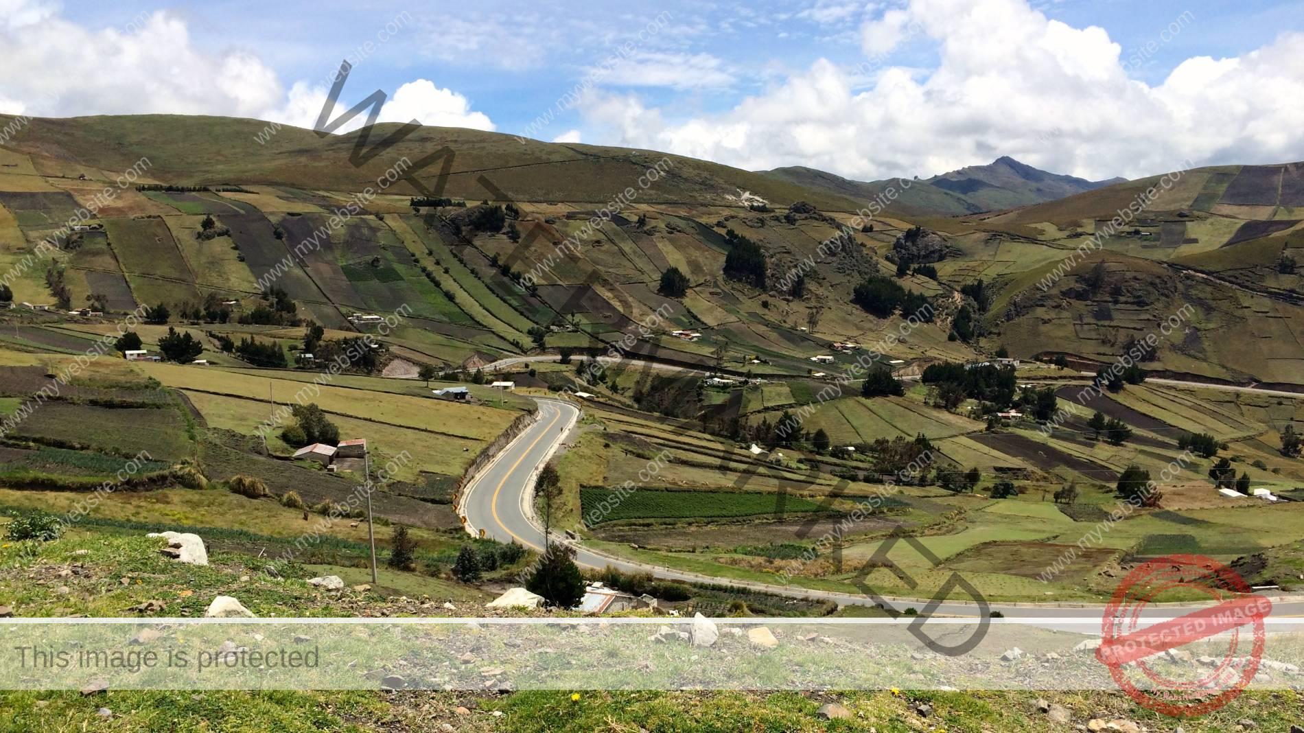 Andien maisemia väliltä Pujili Zumbahua